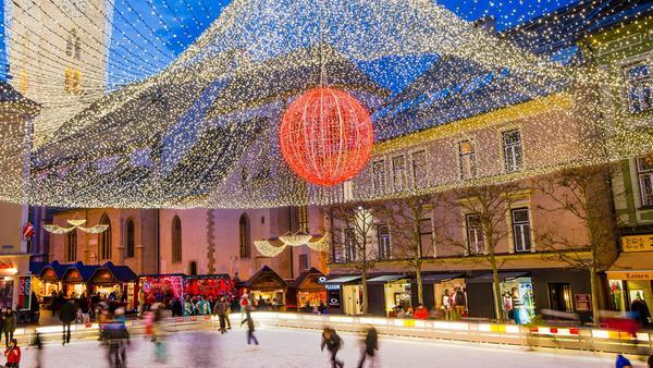 Besonders beliebt: die Eislauffläche am Rathausplatz
