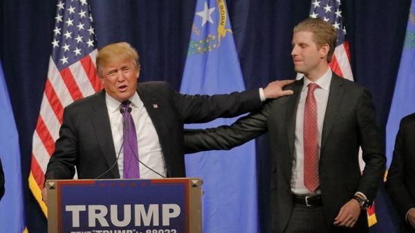 Auch mit vereinten Kräften tun sich Donald Trump und sein Sohn schwer gegen Jimmy Kimmel