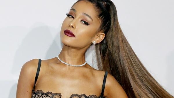 Ariana Grande bei den American Music Awards in Los Angeles