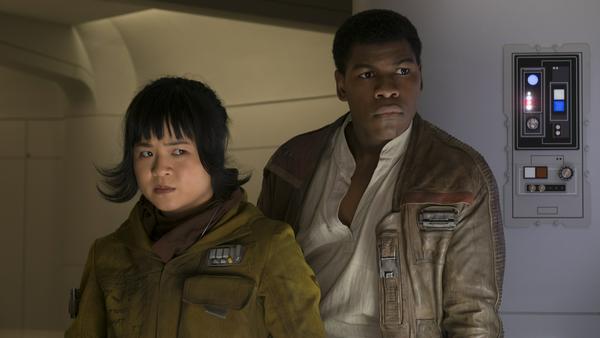 """Kelly Marie Tran als Rose und John Boyega als Finn in """"Star Wars: Die letzten Jedi"""""""
