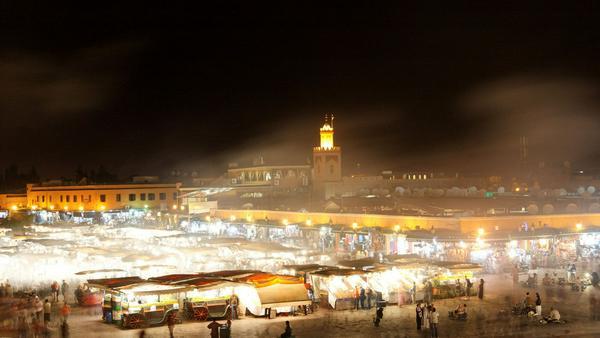 Marktspektakel bei Nacht: Djemaa el Fna