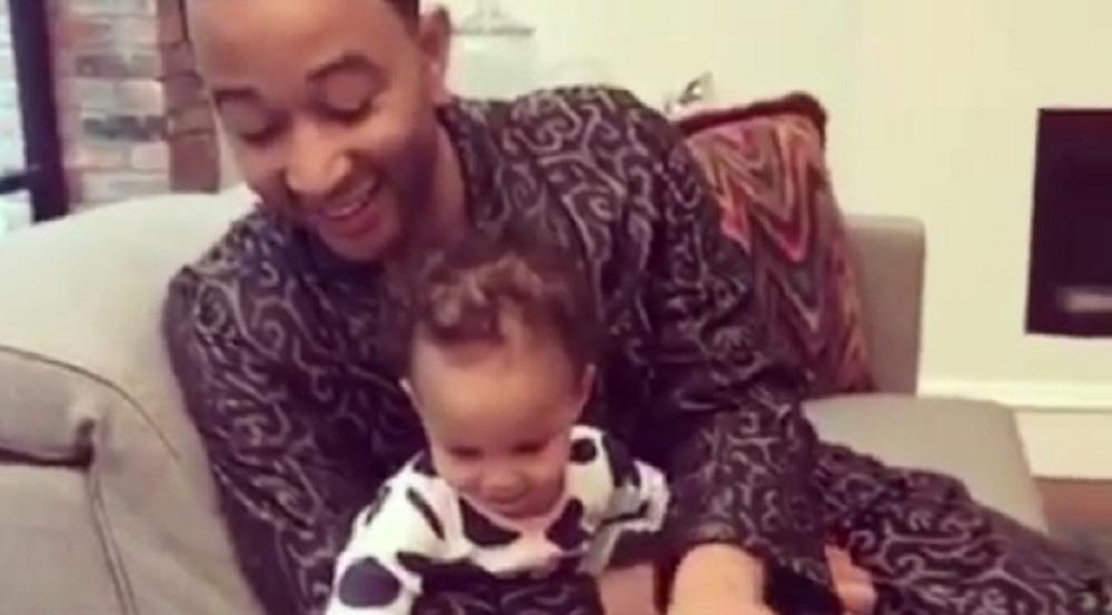 John Legend mit seiner Tochter Luna Simone Stephens