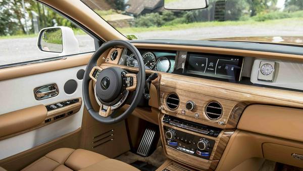 Der luxuriöse Arbeitsplatz des Chauffeurs
