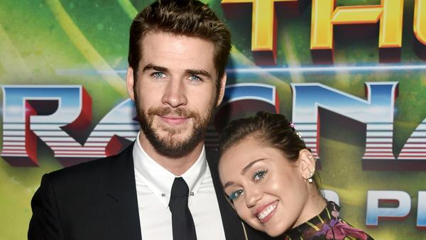"""Liam Hemsworth und Miley Cyrus bei der Weltpremiere von """"Thor: Tag der Entscheidung"""" in Los Angeles"""