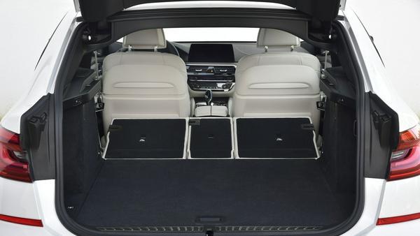 Das Kofferraum-Volumen beträgt bis zu 1.800 Liter