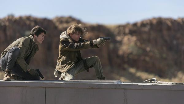"""Dylan O'Brian (Thomas) und Thomas Brodie-Sangster (Newt) in """"Maze Runner: Die Auserwählten in der Todeszone"""""""