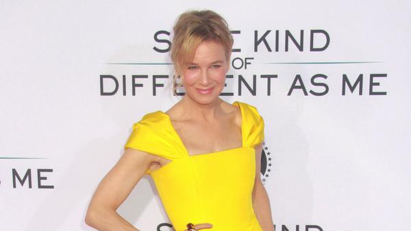 Das figurbetone Kleid mit Raffung zauberte Renée Zellweger eine tolle Figur