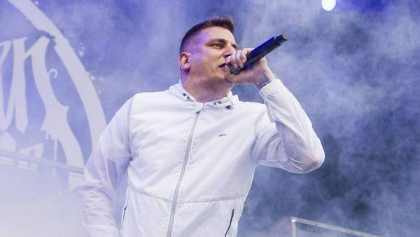 Rapper Gzuz während eines Konzerts im Juni