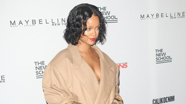Rihannas ausgefallene Kleiderwahl sorgt stets für Überraschungen auf dem roten Teppich