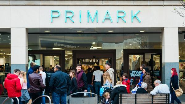 Textil-Discounter Primark lockt mit günstigen Preisen - was steckt dahinter?