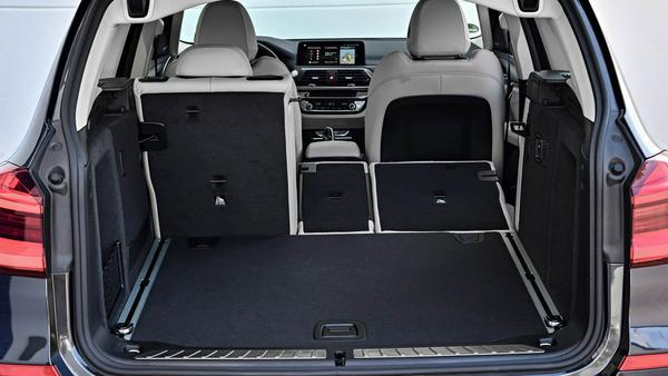 Die Rücksitze können vom Kofferraum aus entriegelt werden