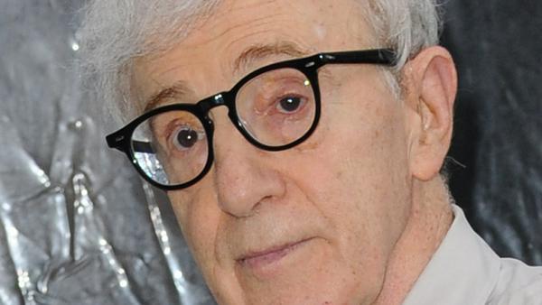 Woody Allen soll seine eigene Adoptivtochter missbraucht haben