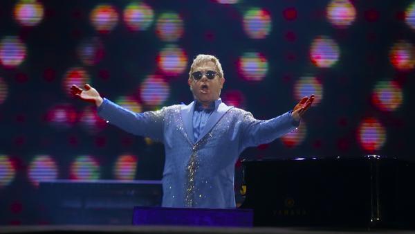 Seit Jahrzehnten begeistert Elton John mit seinen Auftritten die Fans