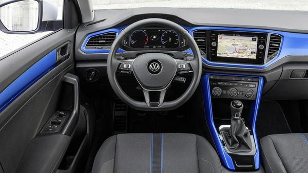 Auch mit der Cockpit-Optik wirbt VW um die jüngere Generation