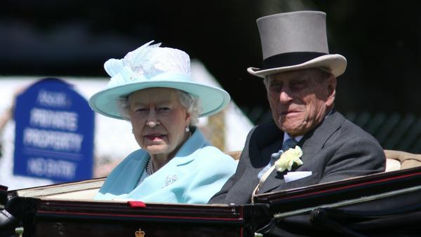 Für gewöhnlich wird die Queen im wahrsten Sinne des Wortes kutschiert - doch manchmal legt sie selbst Hand ans Lenkrad