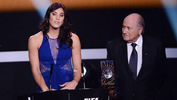 Hope Solo und Sepp Blatter bei der Verleihung des Ballon d'Or im Jahr 2013