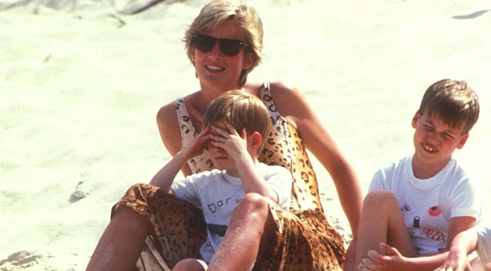 Lady Di mit ihren Söhnen Harry (l.) und William