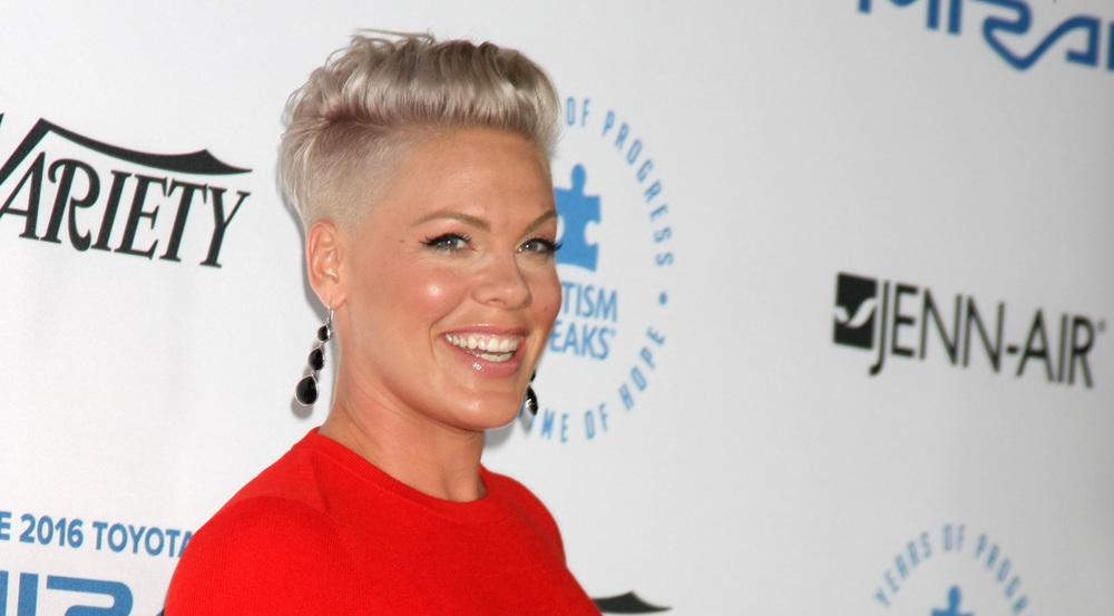Eine strahlende Gewinnerin: Pink freut sich schon, bei den MTV Video Music Awards ihren Preis entgegen zu nehmen