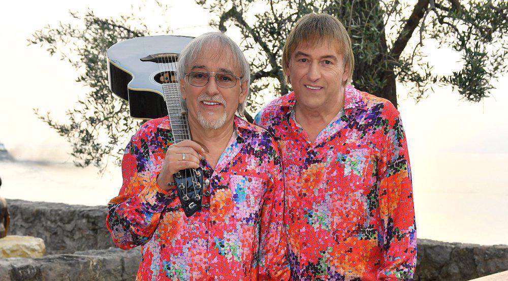 Können sich auch in Woche zwei an der Chartspitze sonnen: Die Amigos