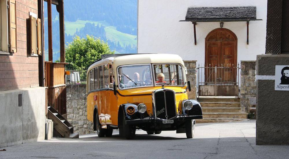 Nostalgisches Erlebnis in Graubünden: Fahrt mit dem alten Postbus