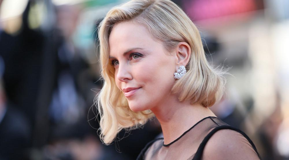 """Charlize Theron Lächeln dürfte während der Vorbereitungen zu """"Atomic Blonde"""" etwas schmallippig gewesen sein"""
