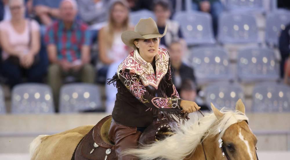 Gina Maria Schumacher ist eine leidenschaftliche Reiterin