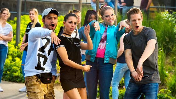 Danger (Max von der Groeben, v.r.), Chantal (Jella Haase), Zeynep (Gizem Emre) und Burak (Aram Arami) haben nur Flausen im Kopf