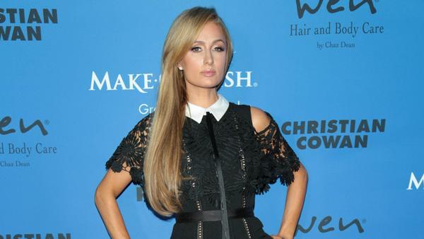 Eleganz in Schwarz: Paris Hilton