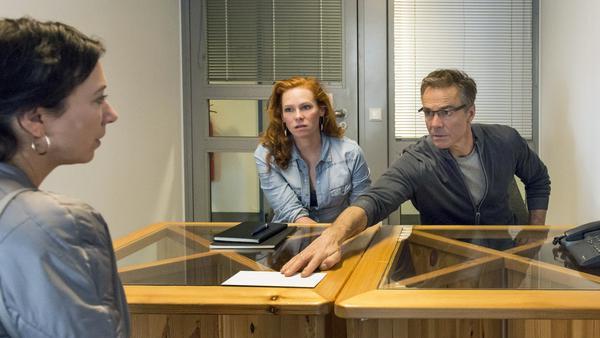 """""""Meine fremde Freundin"""": Volker Lehmann (Hannes Jaenicke) will Judith (Ursula Strauss, l.) umstimmen"""
