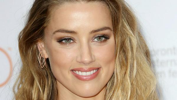 Amber Heard scheint ihr Single-Dasein zu genießen