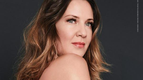Dana Schweiger zieht sich für PETA aus