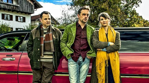 Das Geltinger Schwindler-Trio (v.l.): Karl Kainz (Gerhard Wittmann), Hubertus Hochstetter (Sebastian Bezzel) und Iris Schranner (Kathrin von Steinburg)