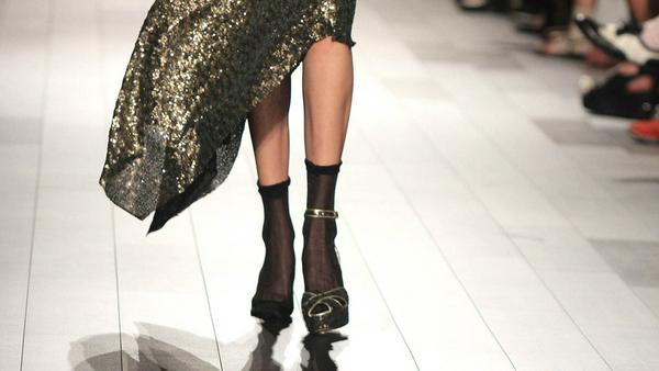 Mit nur einem Schuh lief Gigi Hadid über den Catwalk