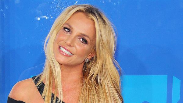 Um so auszusehen, gibt Britney Spears viel Geld aus