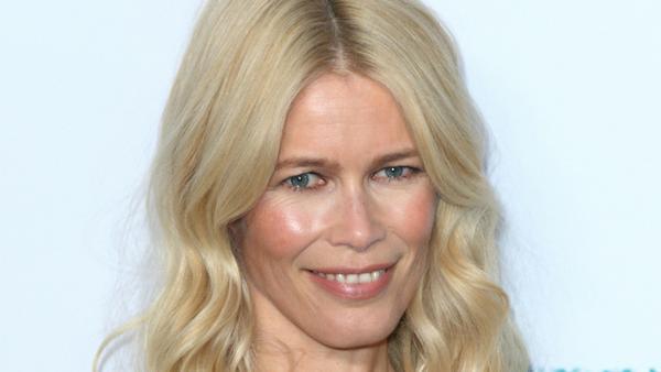 Claudia Schiffer hat ihre eigene Make-up-Linie auf den Markt gebracht