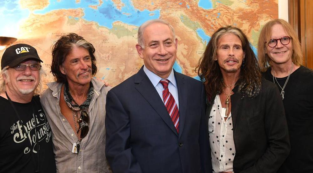 Benjamin Netanjahu mit der Band Aerosmith