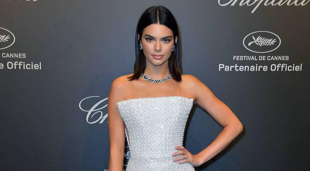 Kendall Jenner besuchte die Chopard-Party in einer silbernen Robe von Ralph & Russo