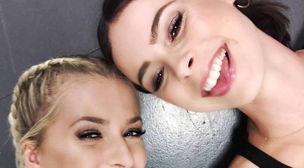 Wie fertig die beiden Lenas nach dem Show-Marathon doch waren, sieht man ihnen auf diesem Selfie irgendwie gar nicht an