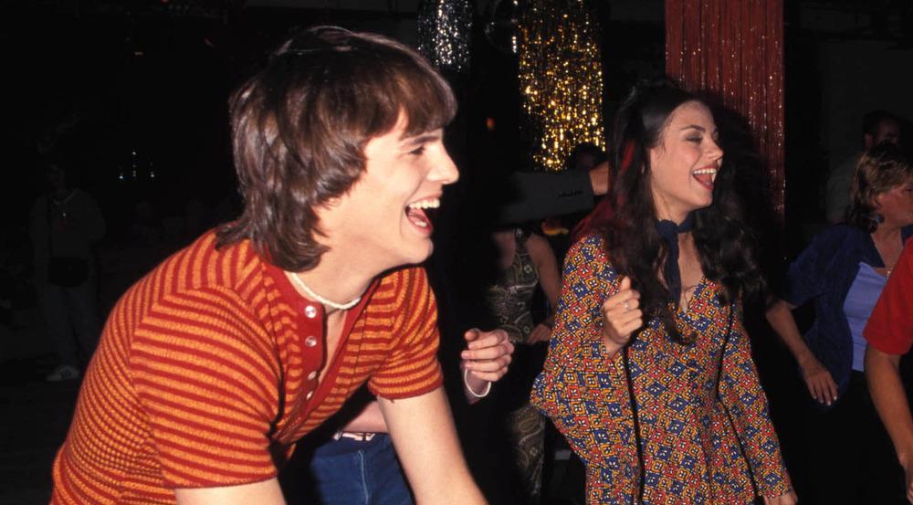 Unglaublich, aber dieses Bild von Ashton Kutcher und Mila Kunis ist fast 20 Jahre alt!