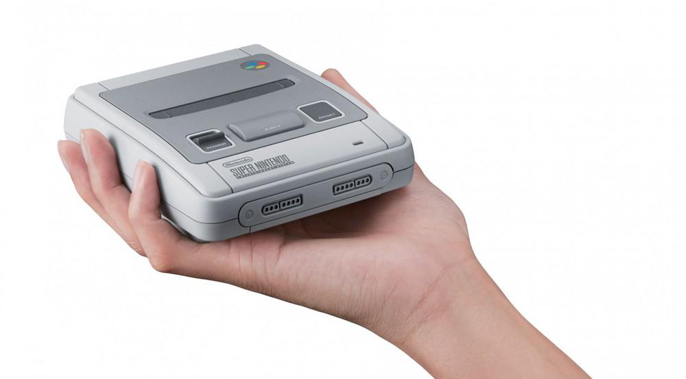 Ziemlich klein die Mini-Ausgabe des Super Nintendos
