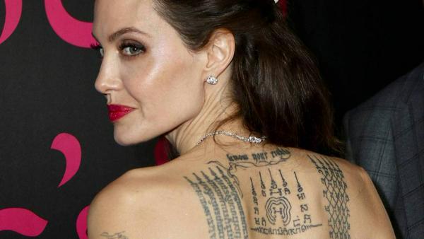 Diese Tattoos ließ sich Angelina Jolie angeblich für Brad Pitt stechen