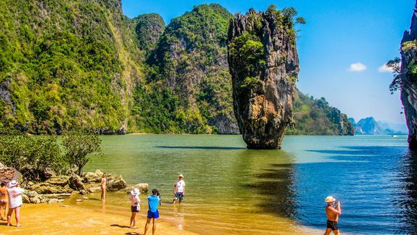 """Die """"James Bond Insel"""" Ko-Phing-Kan bei Phuket mit der berühmten Felsnadel diente als Versteck für den Schurken Scaramanga in """"Der Mann mit dem goldenen Colt"""""""