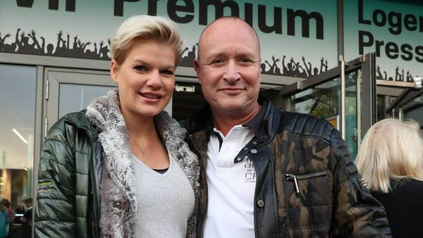 Melanie Müller mit ihrem Mann Mike Blümer einen Tag vor der Geburt beim Konzert von Helene Fischer in Hannover