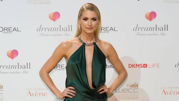 Verführerisch und elegant: Model Lena Gercke auf dem Dreamball in Berlin