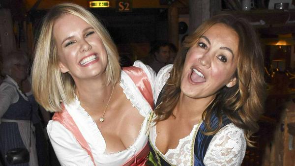 Model Monica Ivancan und ihre Freundin wissen, worauf es beim Dirndl ankommt: Ein tolles Dekolleté