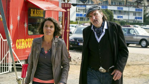 """Tatort: Zirkuskind"": Lena Odenthal (Ulrike Folkerts) und Mario Kopper (Andreas Hoppe) bei den Ermittlungen im Zirkus Burani"