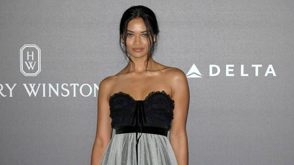 Model Shanina Shaik erschien auf der amfAR-Gala in Mailand in einem Traum aus Tüll und Spitze