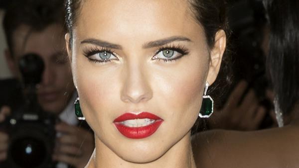 Hat seltsame Beauty-Angewohnheiten: Adriana Lima