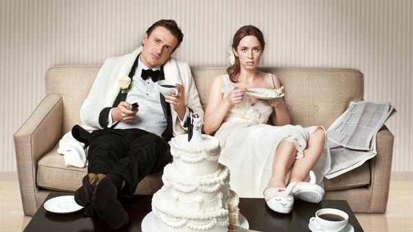 """""""Fast verheiratet"""": Immer wieder verzögern unvorhergesehene Ereignisse die geplante Trauung von Tom (Jason Segel) und Violet (Emily Blunt)"""