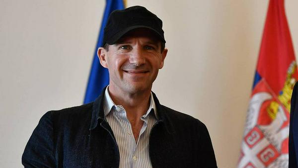 Ralph Fiennes ist jetzt Brite und Serbe